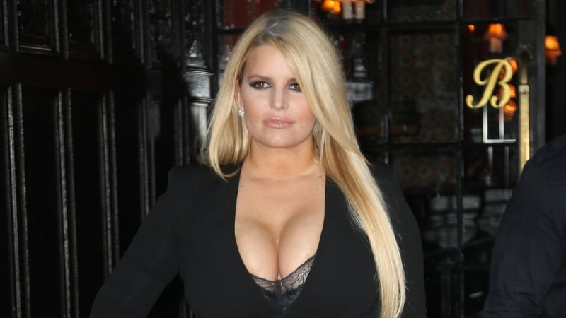 Jessica Simpson Shows off Surprising Weight Loss in New Year's Ski Trip Photos