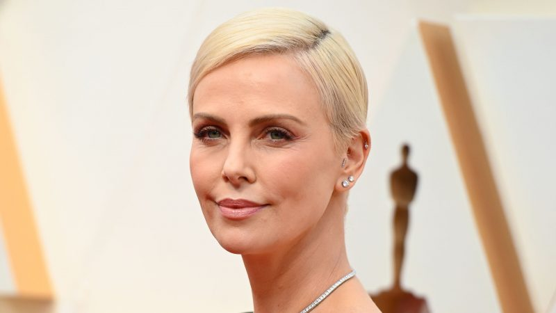 Charlize Theron's Oscars Hairstyle Has a Hidden Surprise in the Back