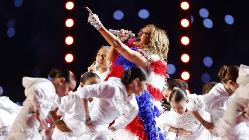 Super Bowl Halftime Show 2020: Twitter Reacts to J.Lo, Shakira Performance